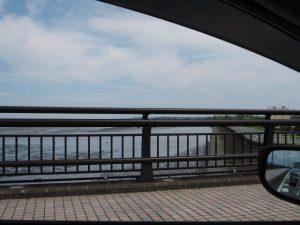 汐合大橋から望む五十鈴川の下流側