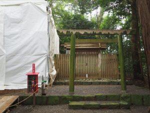 新御敷地に覆屋が掛けられていた鴨下神社(皇大神宮 末社)