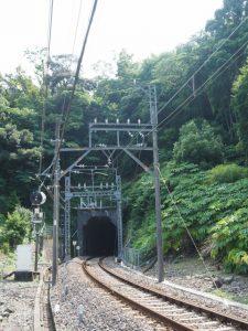 赤崎神社(豊受大神宮 末社)近くを走る近鉄志摩線のトンネル