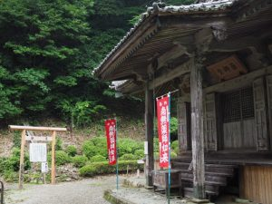 伊勢山上行場への鳥居と薬師堂(飯福田寺)