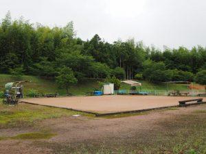 鴨下神社(皇大神宮 末社)付近のゲートボール場