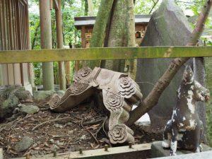 狐さんの裏に隠れていた?、豊川茜稲荷神社(茜社)