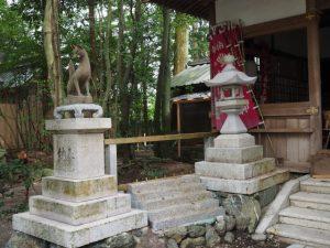 狐さんが姿を隠した豊川茜稲荷神社(茜社)