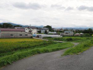 二木神社方向から宮川へと続く道(伊勢市御薗町小林)