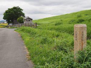 火薬蔵跡の石標(伊勢市御薗町小林)