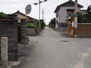 山田奉行所跡の石碑が建つ交差点(伊勢市御薗町小林)
