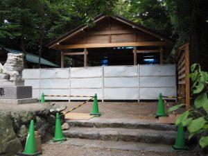 鳥居が姿を消した拝殿前、須原大社(伊勢市一之木)