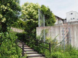 瀧浪橋(勢田川)付近から高台へ