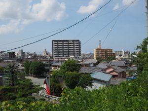 瀧浪橋(勢田川)付近から登った高台からの眺望