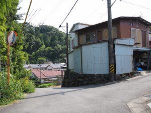 高台からの下り坂(伊勢市尾上町)