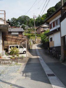 再び高台への坂道(伊勢市尾上町)