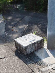 本誓寺付近の側道交差点(伊勢市久世戸町)