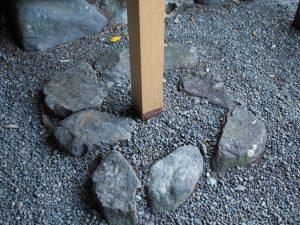 定の立札が建て替えられた鴨下神社(皇大神宮 末社)