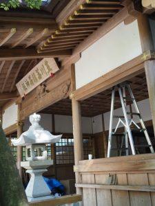 天井の修繕が進められる豊川茜稲荷神社(茜社)