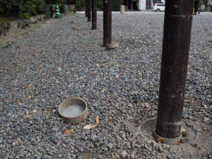 普段は隠されている鉄製杭の固定穴(外宮 表参道口)