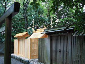 新旧の殿舎・玉垣と鳥居、清野井庭神社(豊受大神宮 摂社)