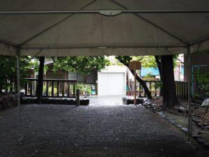 祭典拝観用のテントの下にて、清野井庭神社(豊受大神宮 摂社)