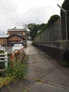 JR参宮線 第二電車架道橋から伊勢警察署脇へ続く小道