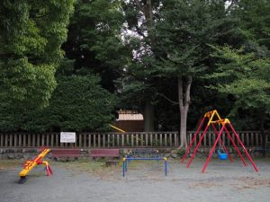 清野井庭神社(豊受大神宮 摂社)に見守られる清之井公園