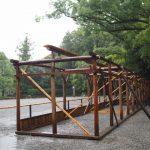 表参道に設営されている菊花奉納展示のための仮設屋形花壇(外宮)