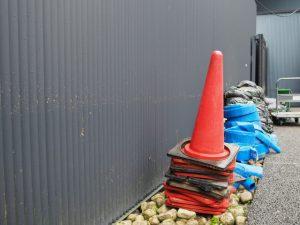 台風21号が残した跡(せんぐう館の壁面)
