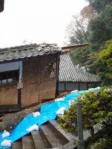 台風21号により倒壊した回廊の残された出入口部、丹生大師(神宮寺)