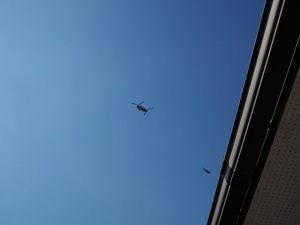 明野航空祭前日に自宅上空を飛ぶヘリコプター