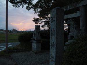 夕刻の御薗神社(伊勢市御薗町王中島)