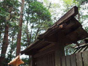 御造替による新旧の猿頭門、小社神社(皇大神宮 末社)