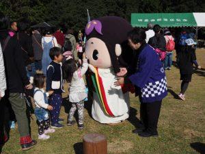 明和町マスコットキャラクター めい姫に見送られて