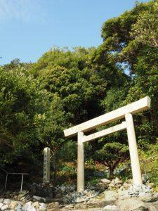 海に面した鳥居、伊射波神社(鳥羽市安楽島町)