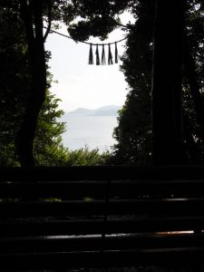 加布良古崎の「奇跡の窓」(鳥羽市安楽島町)