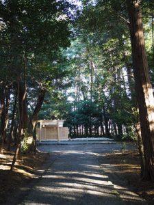 新嘗祭・園相巡回の朝、御遷座を終え古殿が姿を消した小社神社(皇大神宮 末社)