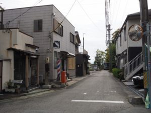 「満つ坂みち・久ま野ミち」の道標(松阪市射和町)から望む櫛田川方向