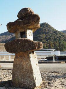 (18)市ノ瀬 210 西願寺前の常夜燈