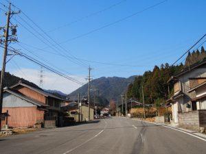 亀山市関町坂下の家並み