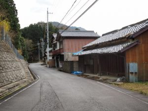 亀山市関町沓掛の家並み