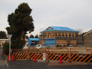 曳家後も工事が進む旧明村役場庁舎(津市芸濃町林)