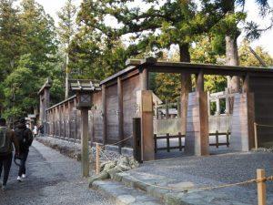 板垣に開けられた臨時の出口(外宮御正宮)